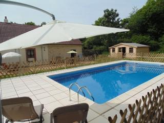 Les Trois Petites Maisons usage exclusif de la piscine, Cromac