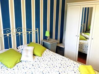 Bright, Riverside Apartment in Girona No 6