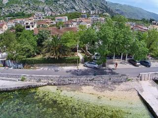 Apartments 5meters from sea,, Dobrota