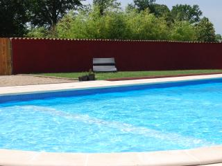 Farmhouse Accommodation with Heated Pool, Mialet