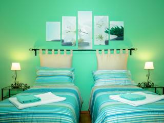 Eternal Rome Inn (green room)