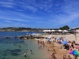 J. 3 Bedroom  Apartment 10 mins away from Beach!, Marsaskala