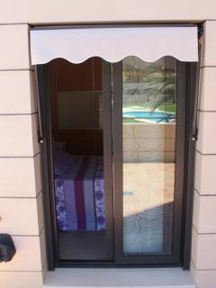 Dormitorio principal desde la terraza-piscina