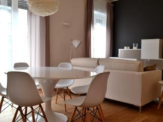 new design apartment in downtown up to 6 people, Milan