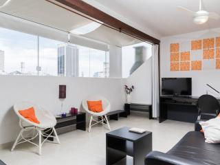 Pretty Loft on rooftop, 2 blocks Copacabana beach