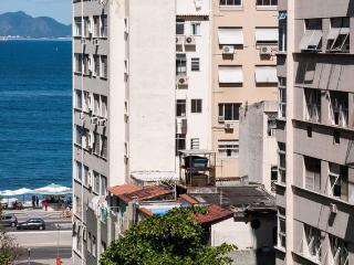 1BR Copacabana Posto6 - lateral sea view, WiFi