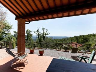 Charming, traditional Tuscan holiday home with large garden, pool access and barbecue, sleeps 6