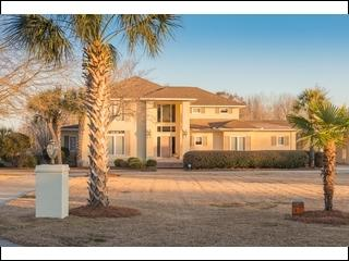 Upscale home with private island (Raley), Manning