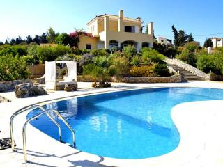 Villa, views, stunning WOW factor & private pool