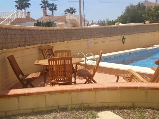 4 bedroom villa with pool, short walk to the beach, Torrevieja