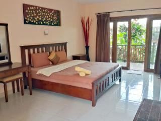 Seaview Apartment 50m to Beach A, Surat Thani