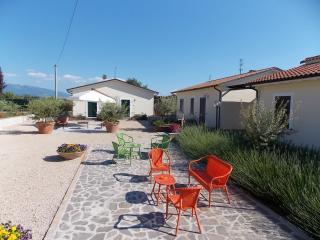 Appartamento ZAFFERANO in Residence con parco e piscina, Spello