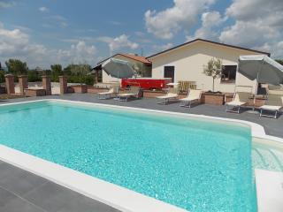 Appartamento ZAFFERANO in Residence con parco e piscina