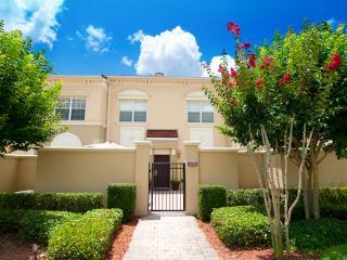Luxury Townhome Near Disney & Orlando!, Davenport