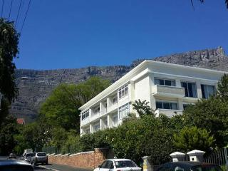 Apartment in Quiet Leafy Part of Town, Cape Town