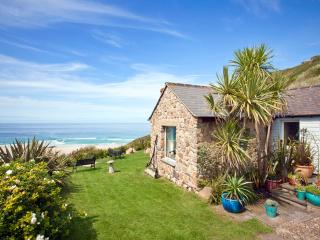 Sheldrake, spacious cottage on beach in amazing location with superb sea views, Sennen