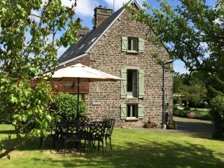 La Cidrerie luxury Gite with shared Pool and Games Room in rural Normandy, Villedieu-les-Poeles
