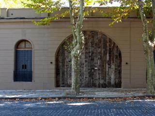 El Patio de las Gilicinas, Un 2., Colonia del Sacramento