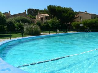 Six Fours, Studio, PISCINE, parking, 100m/ PLAGE