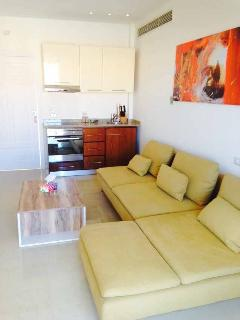 BALCONY SUITE (2 BD ROOM) - LIVING ROOM  WITH OPEN KITCHEN (COOKER, OVEN, FRIDGE, FREEZER) 2