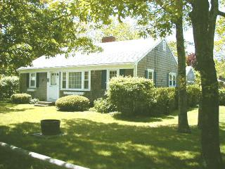 Walk to 6 Ocean Beaches,Slps 8, 3-4 BR, Fence Yard, South Yarmouth