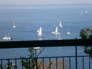 zona Faro della Vittoria, fronte mare,  4*