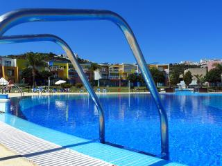 Albufeira Marina 4* Apartment ground floor and central to pool 'AlgarveBliss'