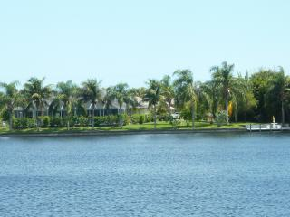 lake/sea/golf- big pool.palm-garden Marvelous view, Cape Coral