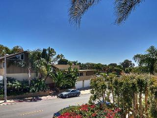 Seaward Road CDM - Spacious 3BR / 2.5BA Townhouse w / private beach acess, Corona del Mar