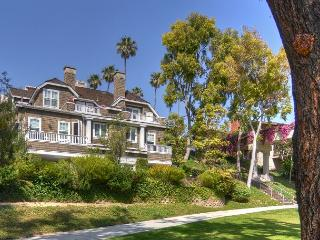 Bayside Drive CDM - Gorgeous CDM Vacation Home in Picturesque Setting, Corona del Mar