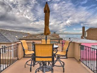 ONE HOUSE FROM SAND! - Upgraded 3-Level Townhouse, Ocean Views from Roofdeck!