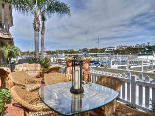 East Bayfront - Elegant Cottage on Balboa Island with large sleeping loft, Newport Beach
