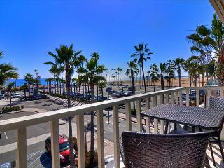 East Oceanfront in Balboa - Brand New Beachfront  with Boardwalk Amazing Condo, Newport Beach