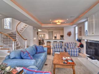 ROOF TOP DECK Balboa Island 3 STORY SINGLE UNIT *2 car garage *Close to WATER