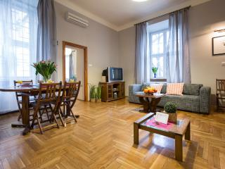 Old Town Apartment for 8!, Cracóvia