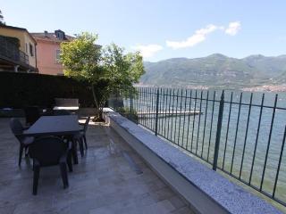 Infinity house on the beach  Lake Como