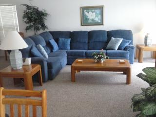 4 Bed 3 bath - Home away from home - Private pool, Davenport