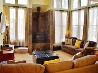 Beautifully upgraded, light filled St. Moritz Villa - Listing #325, Mammoth Lakes