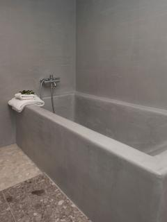 LG Bath in Family Bathroom