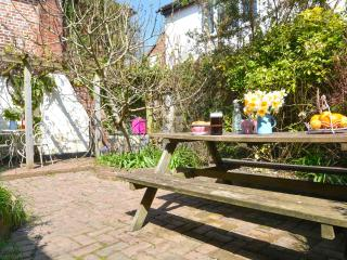 Charming listed cottage, garden. Small dog welcome, Brede