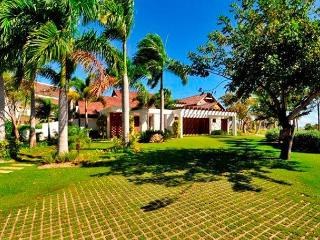 Las Palmas #87 beautiful, blends golf and luxury inside cap cana, Punta Cana