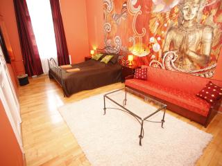 Chic downtown SouperRooms Apartment with 5bedrooms, Budapeste