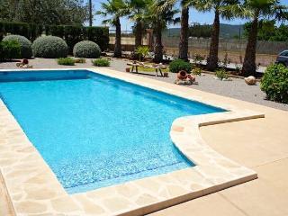 6 PAX VILLA ST. EULARIA Pool/Beach & town 5mins!, Santa Eulalia del Río