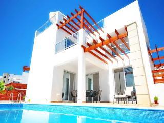 Villa Eva - Modern Villa Pool In Coral Bay, Paphos