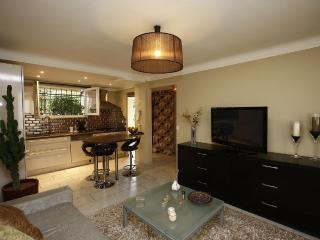 Cozy,Modern 2bed apartment 60M sleeps 6, Niza