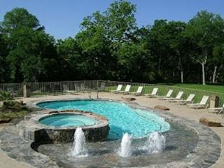 Good Night, Sleep Tight- 2BDR/2BTH- Sleeps 6- ON THE GUADALUPE RIVER!!!