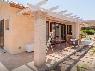 Gorgeous small villa two minutes walk from beach, Cagliari