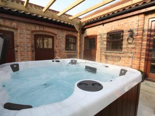 Horseshoe Barns 5* Gold Luxury cottage & Private Hot Tub