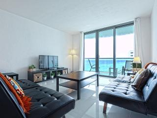 Direct Oceanfront Two Bedroom NICE, Hollywood