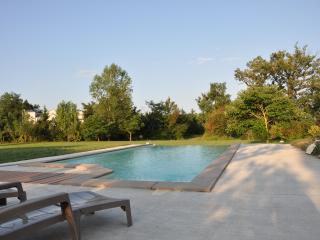 maison avec belle piscine privée  libre en aout, Belleserre